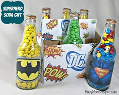 Superhero Soda Gift with Free Printables / Busy Mom's Helper Great gift for Father's Day, graduation, birthdays or anytime! Grab your Free Printables for this Superhero Soda Gift now! Superhero Gifts, Superhero Birthday Party, Birthday Gifts, Batman Party, Homemade Gifts, Diy Gifts, Festa Party, Graduation Gifts, Cute Gifts
