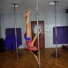 #memories #poledanceinstructor #poledance #poledancetrick #strong #sila #fitnessmodel #fitgirl #rura #świeca #nomakeup #agakasperska #makeupartist #workout @studio_ax #polishgirl #keepfit #instasport #upsidedown #motivation #healthylife #fitness