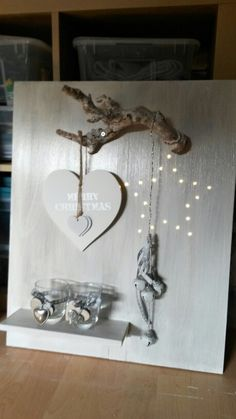 It can be made with pallet and branches - nice idea for Christmas