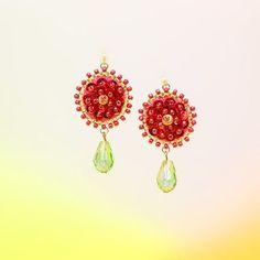 #赤い花 #ピアス #イヤリング #アクセサリー #ハンドメイド #ビーズ #スパンコール #赤 #お花 #ファッション #おしゃれ  #手作り #丸