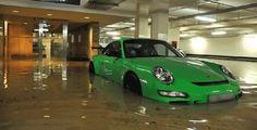 Cara Mengatasi Mobil Terendam Banjir, Apa yang Harus Dilakukan?