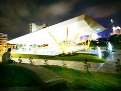 高雄中央公園R9站 最時尚的雨庇建築 from大台灣旅遊網