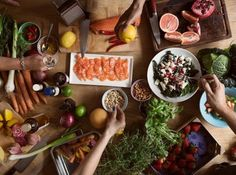 News evaluated some of the most popular diets and identified the best. Find which top-rated diet is best for your health and fitness goals. Food Network Recipes, Real Food Recipes, Healthy Recipes, 100 Calorie Meals, Filling Food, Cancer Fighting Foods, Eating Organic, Plant Based Eating, Gluten Free Diet