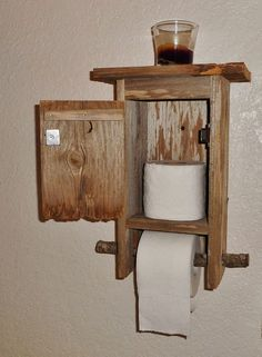 Outhouse Bathroom Tissue Toilet Paper Home Decor by ErivenDesign Primitive Bathrooms, Rustic Bathrooms, Diy Wood Projects, Woodworking Projects, Diy Home Crafts, Diy Home Decor, Porta Shampoo, Outhouse Bathroom, Outhouse Decor