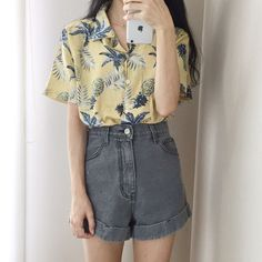 Korean Fashion Trends you can Steal – Designer Fashion Tips K Fashion, Ulzzang Fashion, Asian Fashion, Fashion Outfits, Fashion Women, Korea Fashion, Korean Fashion Shorts, Fashion 2018, Fashion Brands