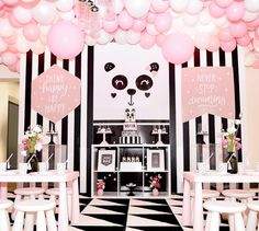 Prepare for panda cuteness, because these panda party ideas will knock your socks off! We are totally loving this new party trend! Panda Birthday Party, Panda Party, Birthday Parties, Birthday Ideas, Themed Parties, Baby Birthday, Baby Shower Souvenirs, Baby Shower Party Favors, Baby Shower Parties
