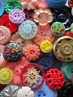SWEET VINTAGE FLOWER BUTTONS JEWELLERY CRAFTS BOUQUETS 50 pcs. in Collectables, Sewing/ Fabric/ Textiles, Buttons | eBay