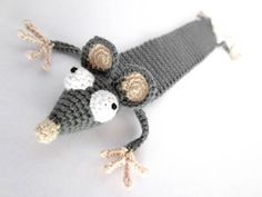 "Amigurumi Ratten Lesezeichen häkeln - ""Leseratte"" häkeln Knitting For BeginnersKnitting FashionCrochet BlanketCrochet Stitches Blog Crochet, Crochet Mouse, Crochet Books, Crochet Patterns Amigurumi, Crochet Gifts, Crochet Stitches, Knit Crochet, Crochet Bookmark Pattern, Crochet Bookmarks"
