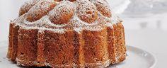 Troubu předehřejte na 170 °C. Bábovkovou formu pečlivě vymažte máslem a vysypte moukou. Rozklepněte vajíčka a oddělte žloutky od bílků. Změklé máslo... Vanilla Cake, Food, Essen, Meals, Yemek, Eten