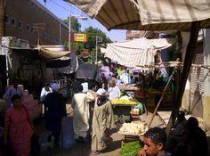 Egypte 2005; de markt achter de hoofdstraat van Luxor.