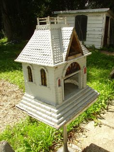 1920s wooden carriage house birdhouse