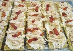 Chicken & Bacon Lasagna Roll Ups. Each pasta is filled with an abundance of cheeses; crispy bacon sauteed with oni. Bacon Lasagna, Lasagna Rolls, Chicken Lasagna, Chicken Bacon, Chicken Recipes, Shredded Chicken, Turkey Recipes, Easy Cooking, Cooking Recipes