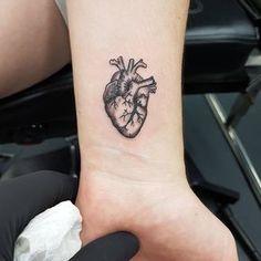 - Heart tattoo on wrist▪lovely tattoo ▪ small tattoos ▪ tatuagem ▪tatuagem de coração ▪tatuagem pequena ▪ tatuagem no pulso Heart Tattoo On Finger, Finger Tattoos, Body Art Tattoos, Tattoos Skull, Tattoo Art, Human Heart Tattoo, Ems Tattoos, Tattoo Moon, Lion Tattoo