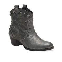 Shoes. </p>                     </div> <!--bof Product URL --> <!--eof Product URL --> <!--bof Quantity Discounts table --> <!--eof Quantity Discounts table --> </div> </dd> <dt class=