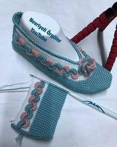 Crochet Boots, Crochet Fox, Tunisian Crochet, Crochet Slippers, Baby Knitting Patterns, Knitting Designs, Fox Slippers, Diy Crafts Crochet, Dress Design Sketches