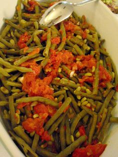 (Ingredients and recipe could be read in English, as well - at the bottom of the page. Black Eyed Pea Salad, Black Eyed Peas, Ratatouille, Turkey, Food And Drink, Ethnic Recipes, Green, Turkey Country
