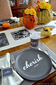 Love this black on white Thanksgiving plate!