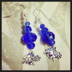 Aretes de elefante azul.