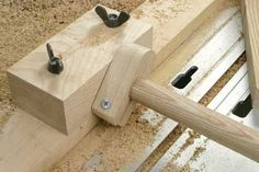 With this in place feed the dowel back into the outfeed hole and adjust the cutter up to cut the required tenon diameter