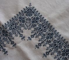 A Passage to Tangier: Moroccan embroideries - Stickerei Ideen Wool Embroidery, Ribbon Embroidery, Cross Stitch Embroidery, Embroidery Patterns, Blackwork, Cross Stitch Charts, Cross Stitch Patterns, Textile Fiber Art, Brick Stitch