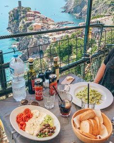 Due giorni alle Cinque Terre in Italia - Lucile in Wonderland - Benilde Lori Sorrento Italy, Naples Italy, Sicily Italy, Positano, Italy Places To Visit, Castles In Ireland, Italy Outfits, Toscana Italy, Capri Italy