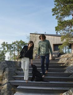 Forskningsstation eller militär utkik? Paret Porseryd vilar upp sig i en arkitektritad villa 54 meter över vattnet.
