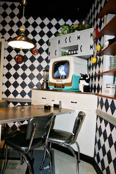 Keys to the Magic Travel: 50's Prime Time Cafe