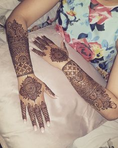 Discover recipes, home ideas, style inspiration and other ideas to try. Indian Henna Designs, Wedding Mehndi Designs, Dulhan Mehndi Designs, Henna Tattoo Designs, Mehandi Designs, Henna Tattoos, Tatoos, Tattoo Ideas, Mehndi Design Photos