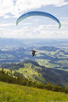 Paragliding: Jetzt auf: http://www.chiemsee-alpenland.de/erleben/Aktivurlaub/Luftsportarten Anbieter finden und losfliegen!