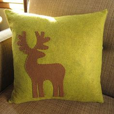 Reindeer Appliquéd Pillow tutorial from Just Crafty Enough Christmas Sewing, Christmas Pillow, Christmas Cushions To Make, Applique Pillows, Throw Pillows, Wool Applique, White Pillows, Deer Pillow, Reindeer Craft