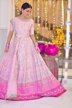 Stylish Dress Designs, Stylish Dresses, Nice Dresses, Formal Dresses, Awesome Dresses, Beautiful Girl Image, Beautiful People, Designer Wear, Designer Dresses