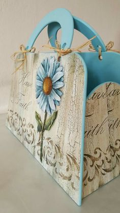 Decoupage Suitcase, Decoupage Vintage, Wooden Bag, Wooden Decor, Vintage Wood, Vintage Paper, Letter A Crafts, Painted Boxes, Wood Creations