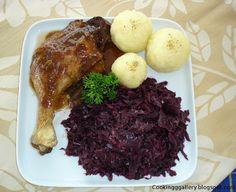 Gebratene Ente mit Knödel und Rotkohl