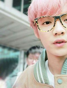 Luhan and his pink hair