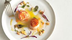 If only I could cook so gourmet: Seared Scallops with Almond Vinaigrette/ Romulo Yanes Quick Recipes, Cooking Recipes, Healthy Recipes, Almond Recipes, Cooking Tips, Shellfish Recipes, Seafood Recipes, Chili Lime Butter Recipe, Bon Appetit