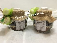 Vasetti di un mix di goduria per preparare una cioccolata calda per festeggiare una promessa di matrimonio. Ideale anche per altri eventi.