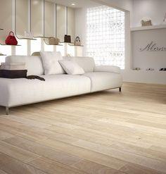 La calidez de la madera de manos del suelo porcelánico | Blog T&D