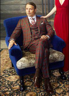 Mads Mikkelsen in Hannibal promo. Dat suit