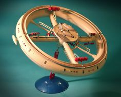 Art,fashion,design,technology etc from the atomic space age Plastic Model Kits, Plastic Models, Sci Fi Spaceships, Sci Fi Models, Vintage Space, Science Fiction Art, Vintage Models, Space Station, Space Age