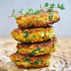 Healthy Vegan Falafel via @HealthyAperture  These chickpea veggie burgers are a delish idea for #MeatlessMonday!