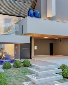 Condomínio Damha III: Casas  por DÁLBER AGUERO - ARQUITETO Garage Doors, Mansions, House Styles, Outdoor Decor, Closets, Home Decor, Design Ideas, New Houses, Ladder