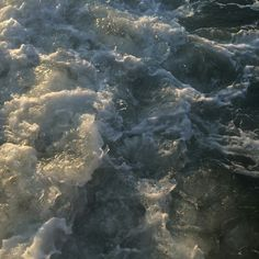water waves aesthetic soft minimalistic light korean kawaii grunge cute kpop pretty photography art artistic ethereal g e o r g i a n a : e t h e r e a l Summer Aesthetic, Blue Aesthetic, Aesthetic Photo, Aesthetic Pictures, Water Aesthetic, Rikki H2o, Virginia Woolf, Vaporwave, Scenery