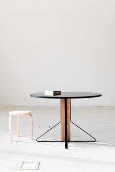 Tavoli come oggetti pensili - Artek presenta Kaari, la prima collaborazione di Ronan & Erwan Bouroullec con il brand finlandese @artekglobal