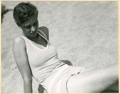 annemarie schwarzenbach am strand, san sebastian by marianne breslauer, 1933