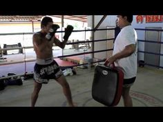 How to properly execute the low kick and land where it hurts most, tissue right above that knee. Oiwee!  Pornsaneh Sitmonchai - Muay Thai Minute