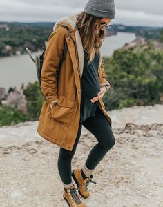 The Patagonia jacket I swear by LivvyLand # fashionhijab . - The Patagonia jacket I swear by LivvyLand # fashionhijab – outfits – - Winter Maternity Outfits, Stylish Maternity, Casual Fall Outfits, Maternity Wear, Maternity Dresses, Winter Outfits, Winter Clothes, Pregnancy Fashion Winter, Maternity Jacket Winter