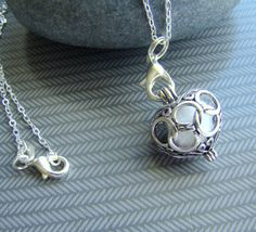 This dainty filigree antique silver scent diffuser necklace is an ingenious way to wear your essential oil throughout the day. Essential