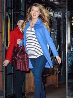 Star Tracks: Friday, December 5, 2014   CASUAL CORNER   After glamming up in a backless, bump-baring gown the night before, Blake Lively opts for a mom-on-the-go look Thursday in New York.