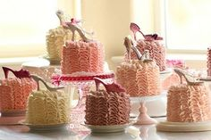 Just the cutest cupcakes i have seen for a long time Weddings: ZsaZsa Bellagio
