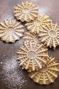 The pizzelle (peets-TSEH-leh), a crisp waffle cookie, is one of the oldest cookie recipes known. These large crisp Italian cookies are made with a pizzelle iron. Italian Cookie Recipes, Italian Cookies, Italian Desserts, Pie Recipes, Chicken Recipes, Vegan Recipes, Cookbook Recipes, Pizzelle Cookies, Italian Recipes